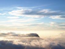 Wolken in de hemel boven de hemelgrens Royalty-vrije Stock Foto