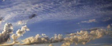 Wolken in de hemel in vroege ochtend Royalty-vrije Stock Fotografie