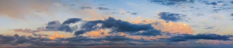 Wolken in de vroege dageraad Royalty-vrije Stock Foto's