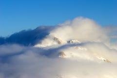Wolken in den Bergen von der Türkei Stockbild