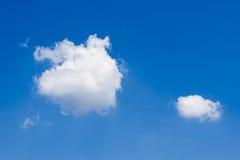 Wolken des blauen Himmels Lizenzfreie Stockbilder