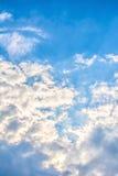 Wolken des blauen Himmels. Stockfotos