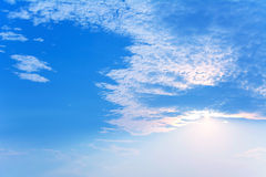 Wolken des blauen Himmels Stockbilder