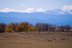 Wolken, die über dem Kolorado Rockies sich bilden lizenzfreie stockfotografie