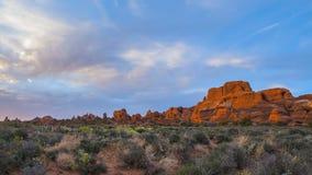Wolken, die über die Schlucht bei Sonnenuntergang Timelapse sich bewegen Stockfotografie