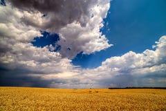 Wolken die boven landelijke gebieden overgaan royalty-vrije stock fotografie