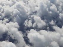 Wolken die emoties, geheimzinnigheid, dromen en emoties symboliseren stock fotografie