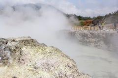 Wolken die uit Sikidang te voorschijn komen royalty-vrije stock afbeelding