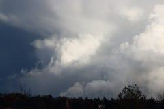 Wolken die voor een tornado bouwen Royalty-vrije Stock Foto's