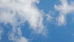 Wolken, die vorbei überschreiten stock video