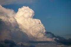 Wolken die zich binnen bewegen Stock Foto's