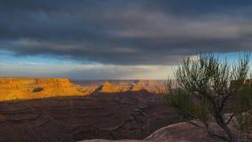 Wolken die zich over de canion bij Zonsondergang Timelapse bewegen Stock Fotografie