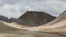 Wolken die zich over Kailash Mount, Kora Tibet bewegen stock footage
