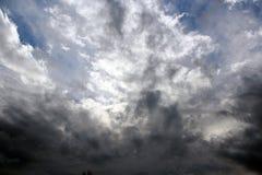 Wolken in een Hemel van de Winter Stock Foto's
