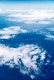 Wolken, een mening van vliegtuigvenster Stock Foto