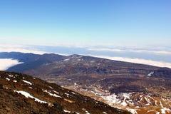 Wolken en bergenmening dichtbij Teide-vulkaan Royalty-vrije Stock Foto