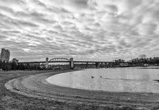 Wolken en brug Stock Foto