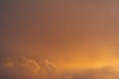 Wolken en donkere hemel Stock Afbeelding