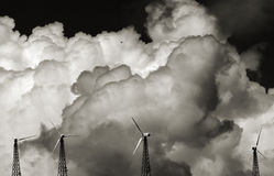 Wolken en Door de wind aangedreven generat Royalty-vrije Stock Afbeeldingen