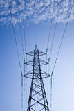 Wolken en elektrische torens Stock Fotografie