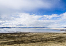 Wolken en Great Salt Lake royalty-vrije stock afbeeldingen