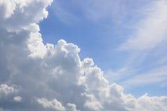 Wolken en hemel Achtergrond Royalty-vrije Stock Foto's