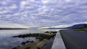 Wolken en zeedijk Royalty-vrije Stock Foto's