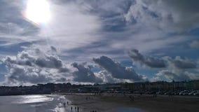 Wolken en zon Royalty-vrije Stock Foto's