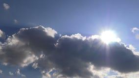 Wolken en zon stock footage