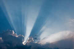 Wolken en zonnestralen Stock Fotografie