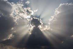 Wolken en zonstralen royalty-vrije stock foto's