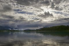 Wolken am faaker sehen Stockfotos