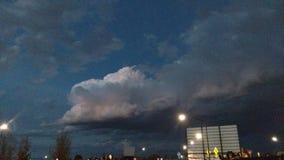 Wolken fliegen schnell lizenzfreies stockfoto
