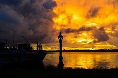 Wolken gegen Sonnenuntergang Lizenzfreie Stockfotos