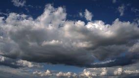 Wolken Geschoten op Canon 5D Mark II met Eerste l-Lenzen stock footage