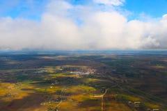 Wolken gesehen von einem Flugzeug, Sonnenschein, Bodenhintergrund lizenzfreie stockfotos
