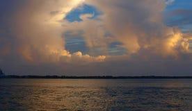 Wolken-Glühen stockfotografie