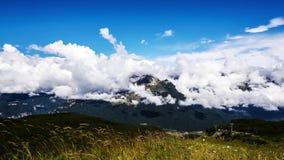 Wolken in het Dolomiet stock footage