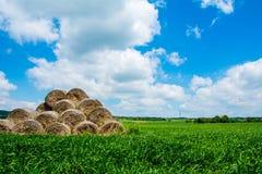 Wolken, Heuschober, Hintergrund Stockfoto