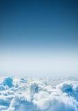Wolken hierboven geglanst van met de zon met exemplaarruimte Hoog sleutel Royalty-vrije Stock Foto's