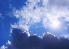 Wolken, Himmel und Sonne Lizenzfreies Stockfoto