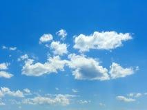 Wolken im blauen Himmel 3 Stockfotografie