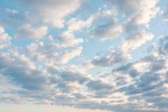 Wolken im Himmel Wolken im Himmel Auch der blaue Himmel ist viele Wolken Stockbild