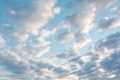 Wolken im Himmel Wolken im Himmel Auch der blaue Himmel ist viele Wolken Stockbilder