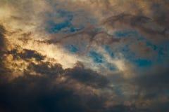 Wolken im Himmel nach Regen Stockfotos
