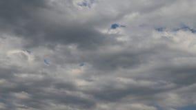 Wolken im stürmischen Himmel stockbilder