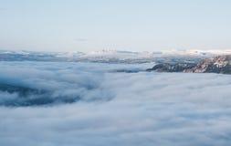 Wolken im Tal Stockfoto