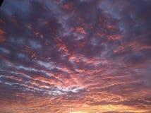 Wolken-Lit-Himmel lizenzfreies stockfoto