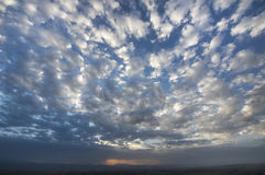 Wolken met de blauwe hemel Stock Afbeelding