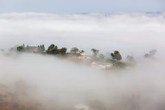 Wolken-Nebel-Tal-Ackerland Stockfotografie